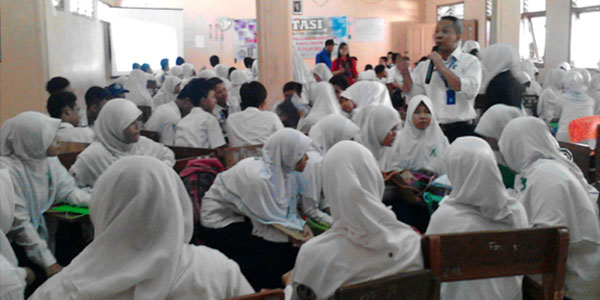 BNN Sampaikan Bahaya Narkoba di SMK Cirebon